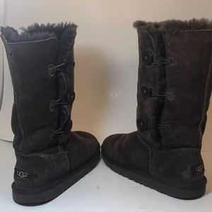 UGG Shoes - Ugg Bailey 3 Button Brown Shearling Boots Size 5